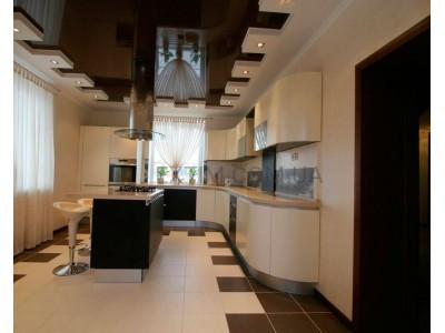Можно ставить натяжной потолок на кухню?